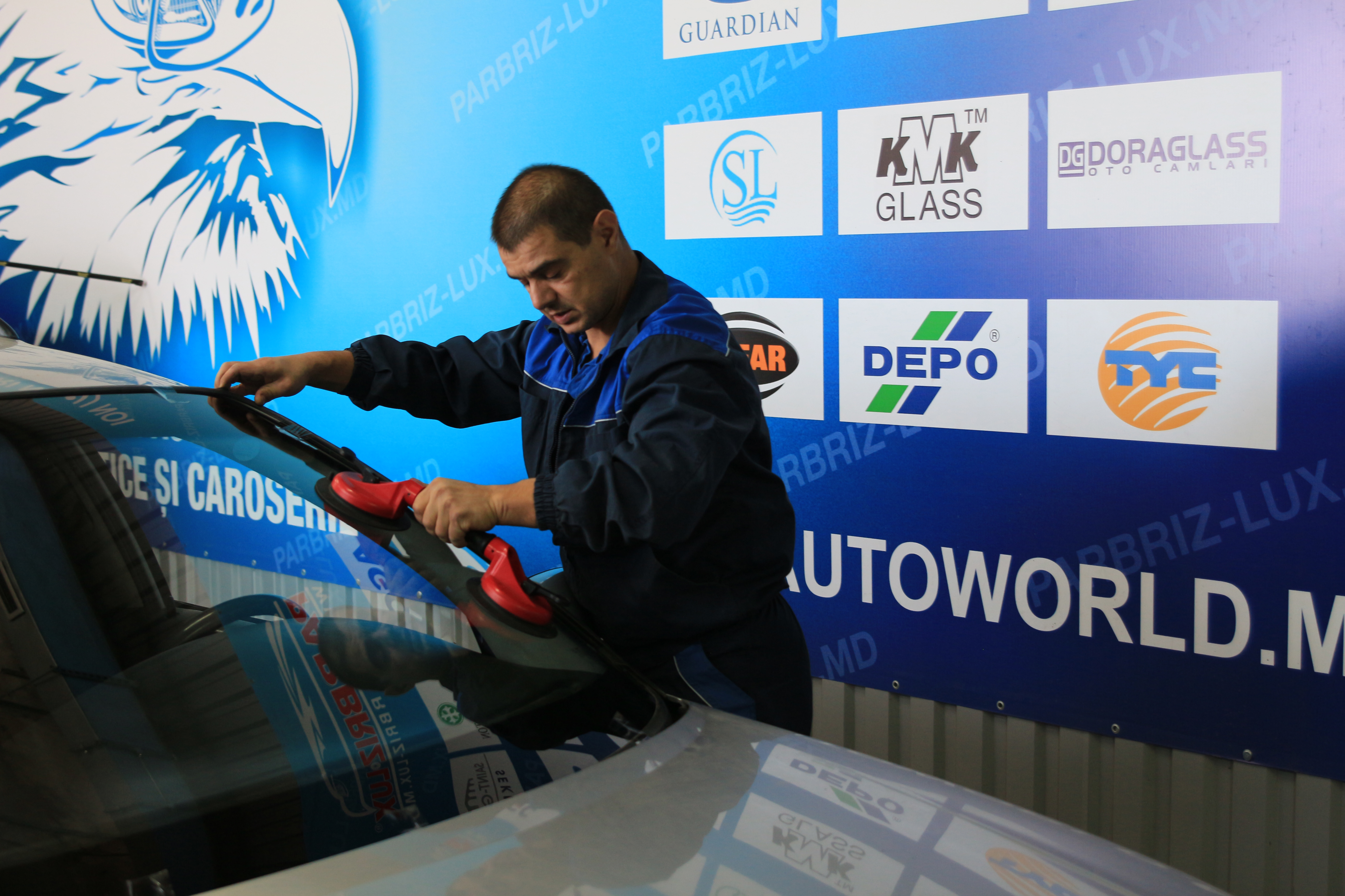 Замена лобового стекла на Opel Omega B